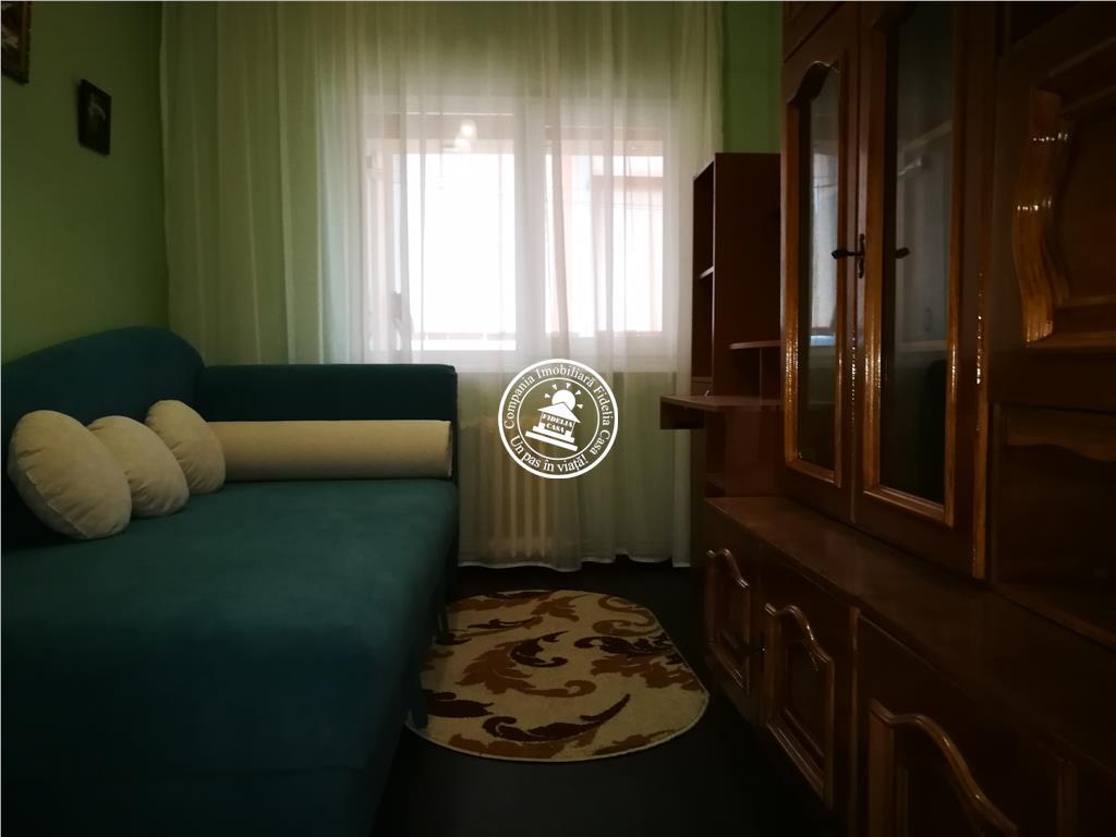 Apartament 3 camere  de inchiriat  Centru,