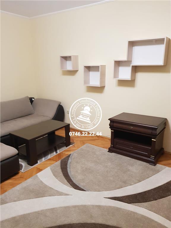 Apartament 3 camere  de inchiriat  Centru
