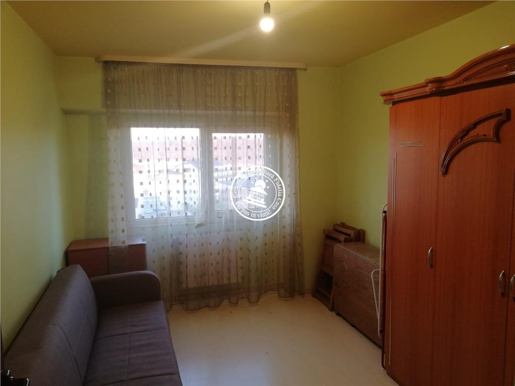 Apartament 4 camere  de vanzare  C.U.G.,