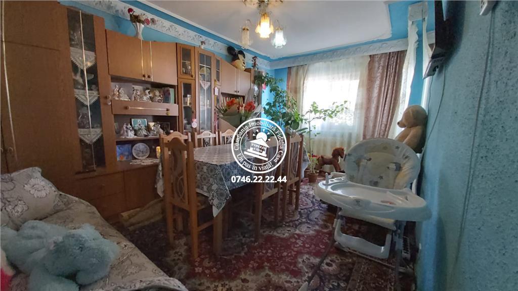 Apartament 3 camere  de vanzare  Canta,