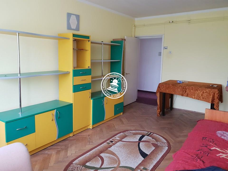 Apartament 3 camere  de vanzare  Cantemir,