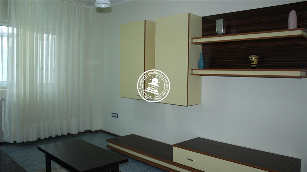 Apartament 3 camere  de vanzare  Centru,