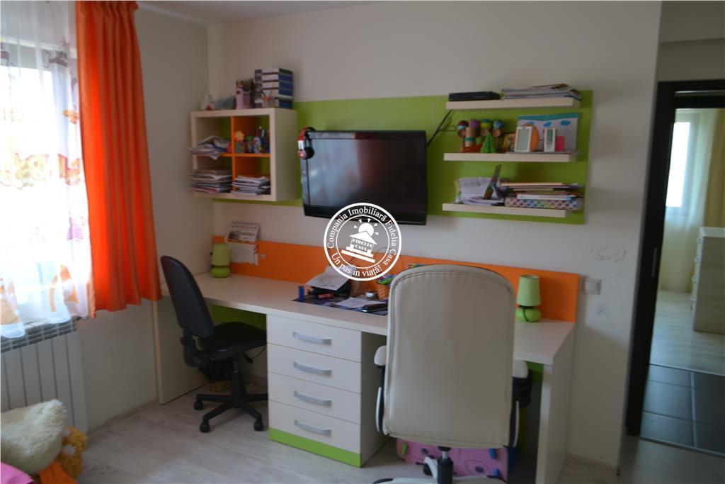 Apartament 3 camere  de vanzare  Nicolina - C.U.G.,