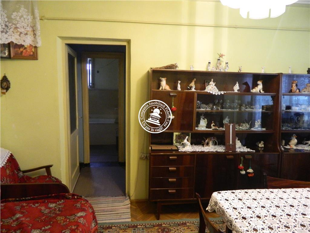 Apartament 3 camere  de vanzare  Podu Ros Cantemir,