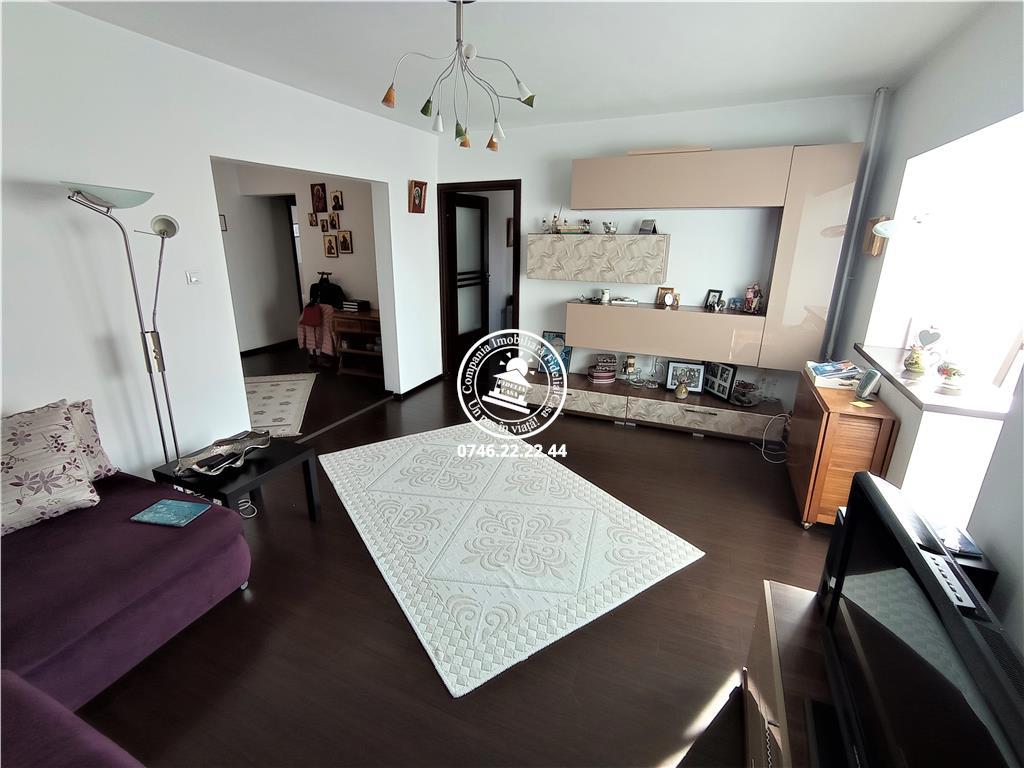 Apartament 3 camere  de vanzare  Tatarasi - Oancea,