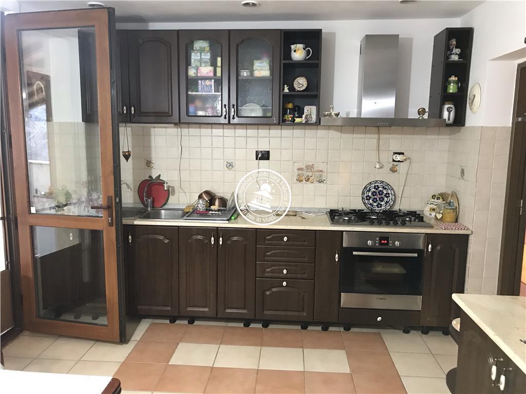 Apartament 4 camere  de inchiriat  Tatarasi,