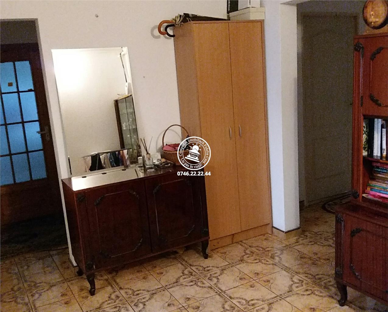 Apartament 4 camere  de vanzare  Tigarete,