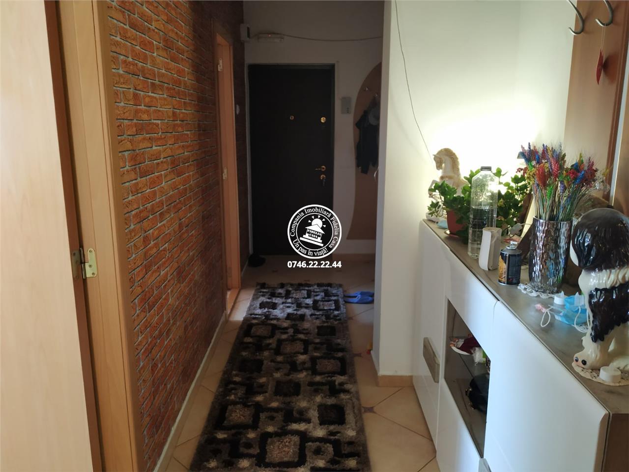 Apartament 4 camere  de vanzare  Nicolina - C.U.G.,
