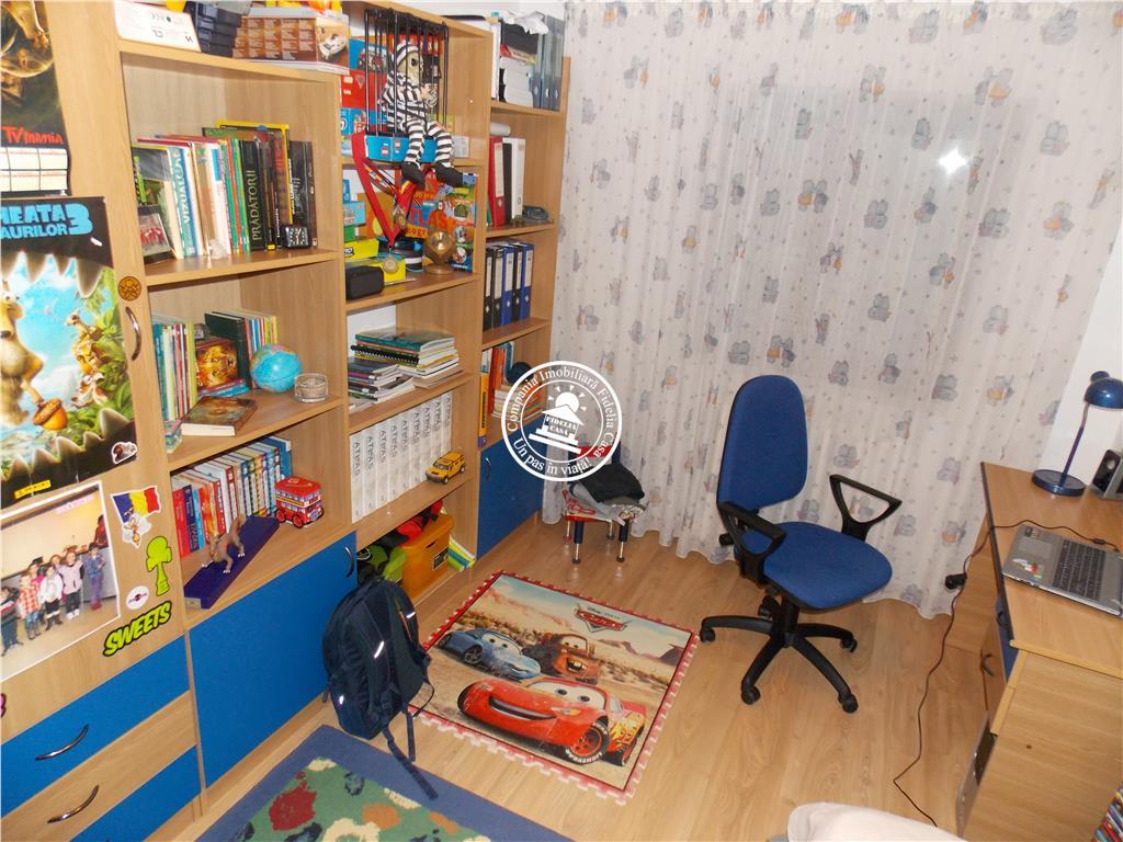 Apartament 4 camere  de vanzare  Tatarasi - Oancea,