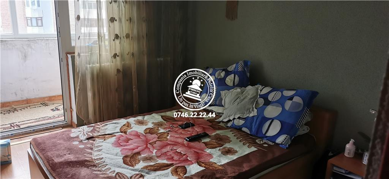 Apartament 5+ camere  de vanzare  Canta,