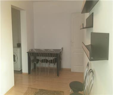 Apartament 3 camere  de inchiriat  Cantemir,