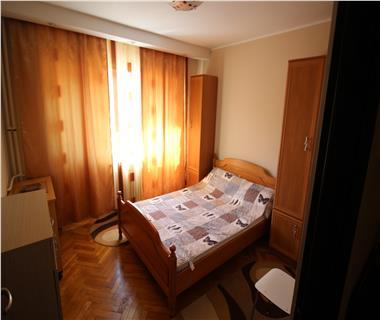 Apartament 3 camere  de inchiriat  Piata Unirii
