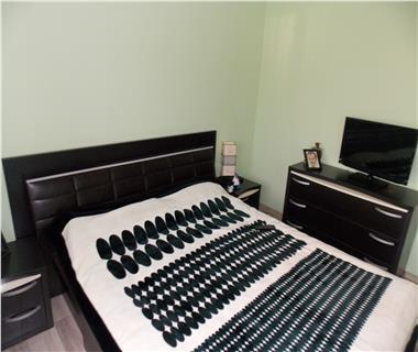 Apartament 3 camere  de vanzare  C.U.G.,