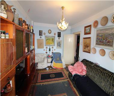 Apartament 4 camere  de vanzare  Podu Ros,