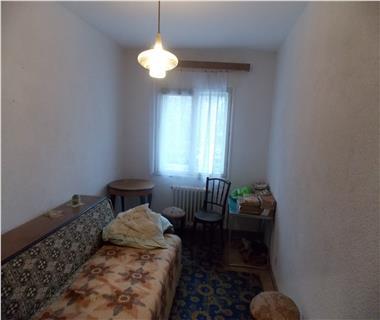 Apartament 4 camere  de vanzare  Cantemir,