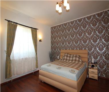 Apartament 4 camere  de vanzare  Visani,