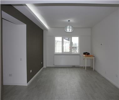 Apartament 5+ camere  de vanzare  Centru,